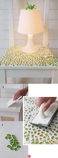 stolik z mozaiką z tłuczone...