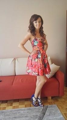 sprzedam piękna sukienkę szyta na miarę :) założona dwa razy stan idealny