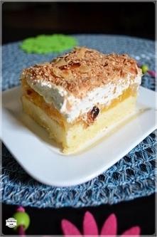 Ciasto z brzoskwiniami, bitą śmietaną i prażonym kokosem - przepis po kliknięciu w zdjęcie