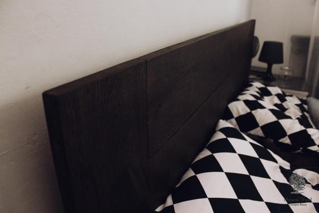 Łóżko z litego dębowego drewna + półka śniadaniowa. Wykonanie ręczne, drewno dąb.