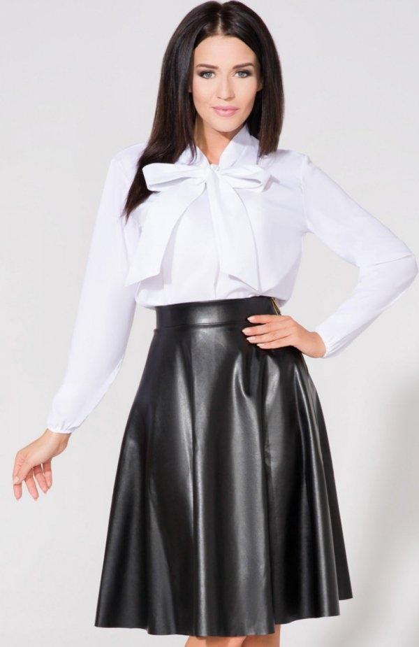 Tessita T158/4 koszula biała Elegancka koszula damska, wykonana z delikatnej tkaniny, przy dekolcie przedłużana stójka wiązana na kokardkę, długie rękawy