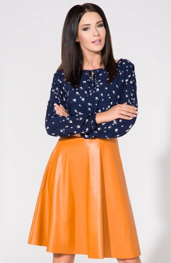 Tessita T154/3 spódnica musztardowa Rewelacyjna spódnica, wykonana z tkaniny typu ekoskóra, rozkloszowany fason, w talii pasek