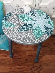 stolik z mozaiką