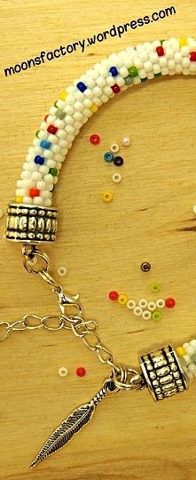 moonsfactory.wordpress.com  Pełna kolorów bransoletka wykonana z koralików #toho. Niepowtarzalny wzór dodaje jej uroku! Idealna na lato! Zapraszam do komentarzy oraz na blog moo...