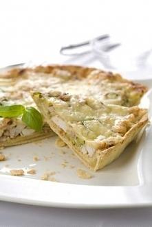 Tarta z cukinią, kurczakiem i mozzarellą Spód: 250 gramów mąki 125 gramów zim...