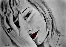 Autoportret, praca z 2013 roku, wykonana ołówkami i czerwoną kredką, na podstawie zdjęcia.