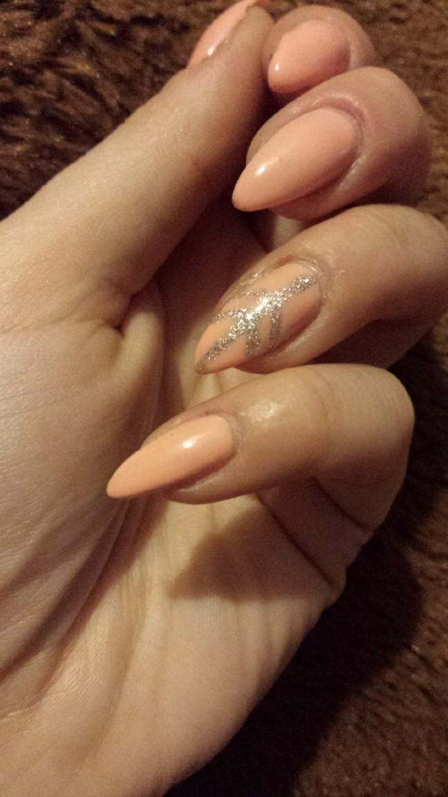 delikatny manicure semilac