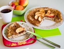 Omlet a'la szarlotka. 2 jajka 2 białka (w zależności od Waszego makro) pół banana 2 małe jabłka 50 g płatków owsianych (z mniejszej lub większej ilości też wyjdzie) odrobina mle...