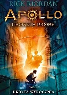 Jak ukarać nieśmiertelnego? Czyniąc go śmiertelnikiem.  Apollo rozgniewał swojego ojca Zeusa i za karę został strącony z Olimpu. Słaby i zdezorientowany ląduje w Nowym Jorku jak...
