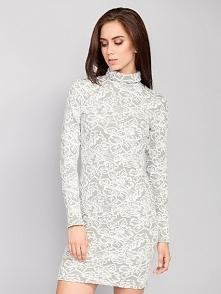 Elegancka sukienka o prosty...