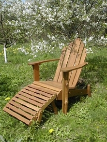 Drewniane leżaki z podnóżki...