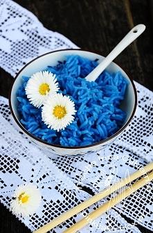 Niebieski ryż barwiony w naturalny sposób ;) no proszę a jednak da się bez chemii