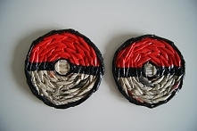 """Podkładki pod kubek z papierowej wikliny z motywem """"pokemon ball"""""""