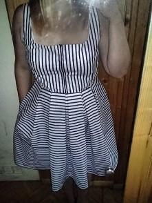 sukienka w stylu marynarskim, kontrafaldy i kieszenie, wykroj z numeru Burda ...