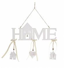 Zawieszka drewniana HOME z literami w kolorze białym lekko przecieranym z ozdobnymi domkami i ażurowym serduszkiem. Wyjątkowa i piękna dekoracja do powieszenia. Zawieszka drewni...