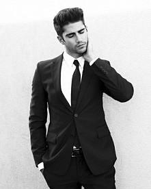 Mężczyzna w garniturze *. * Kobiety to kochają <3