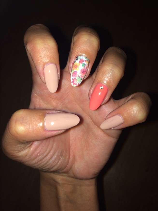 paznokcie - naturalne pomalowane lakierami :)