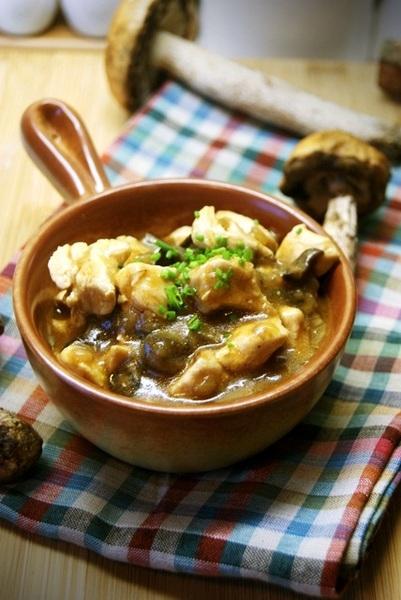 Pani Marta przesłała przepis na kurczak w sosie grzybowo-pomidorowym, jest pyszny :)  Po przepis klikamy w fotkę :)