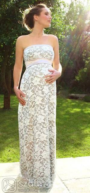 pytanie: w jakiej sukience wybrać się na wesele w 4 miesiącu ciąży? chodzi o to ze mój brzuch nie wyglada na bardzo ciążowy jak na powyższym zdjęciu a bardziej jak opona zimowa, wiec czuję się nie atrakcyjnie i nie wiem co założyć. Czy ktoś był w podobnej sytuacji i moze cos doradzić? Z góry dziękuję