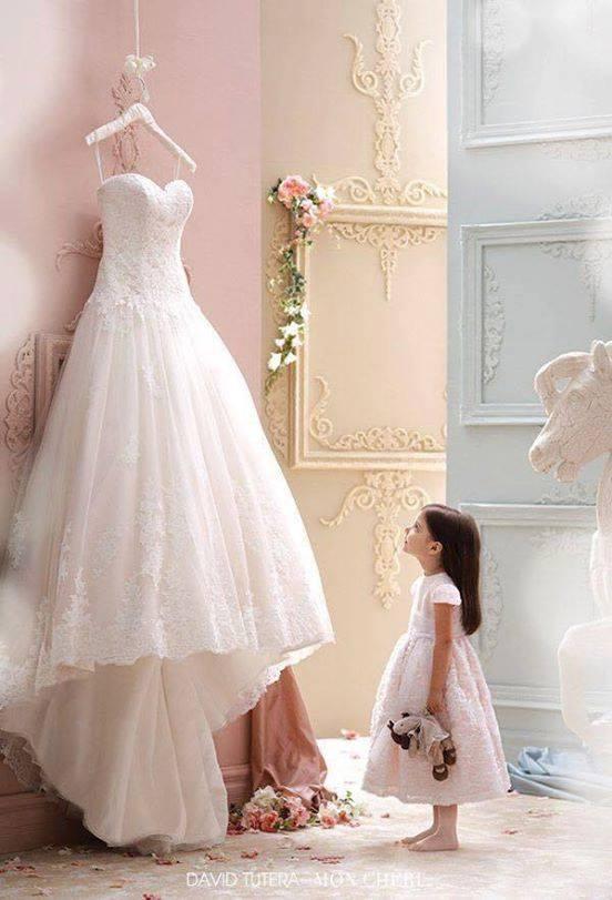 """Chyba każda dziewczynka ma takie marzenie by założyć suknie ślubną tego """"JEDYNEGO"""" dnia i być z tym """"JEDYNYM księciem z bajki""""... ;)"""