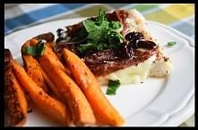 Składniki:  miruna (ilość wedle uznania u nas jakieś 500 g, możne być inna ryba) suszone pomidory suszona żurawina 1 duża kula mozzarelli natka pietruszki sól pieprz suszone pom...
