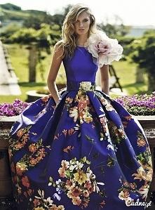 Chabrowa sukienka w kwiaty