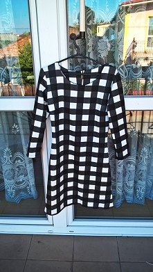 WYPRZEDAŻ SZAFY kontakt paaulinajurczyk@gmail.com Sukienka w kratkę w stanie idealnym. Sukienka jest nowa,niestety nie mam pojęcia jaka to firma. Idealna na prezent;) Rozmiar z ...