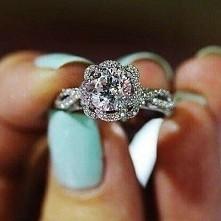 pierścionek.