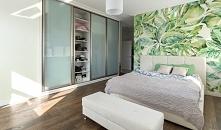 Fototapeta z egzotycznymi liśćmi to sposób na bycie trendy! Ozdób nią jedną ścianę i ciesz się tropikalnym klimatem! Więcej na naszym blogu.