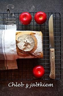 Chleb z tartym jabłkiem na zakwasie