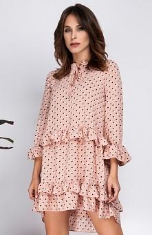 Milu MP181 sukienka łososiowa Nietuzinkowa sukienka, wykonana z tkaniny w urocze grochy, ozdobiona zalotnymi falbanami