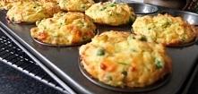 Śniadaniowe muffiny z groszkiem, cukinią i serem feta