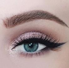 kreska zawsze doda charakter naszemu makijażowi :)