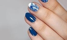Do wykonania tego manicure użyłam pięknego granatowego lakieru od KOBO z serii Colour Trends (51 - endless ocean). Mogę go szczerze polecić - daje piękny kolor, ma dobre krycie ...