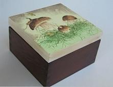 Drewniane pudełko z motywem...