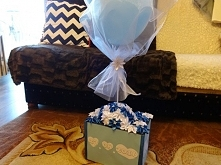 Prezent dla Pary Młodej - karton ozdobiony kwiatami kanzashi oraz balonem. Wi...