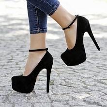 """na moje 160cm wzrostu byłyby w sam raz ;) jednak moja """"umiejętność"""" chodzenia w takich butach mi na to nie pozwala :(("""