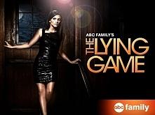 The Lying Game (2011-13)  Serial opowiada o dwóch siostrach bliźniaczkach, Su...