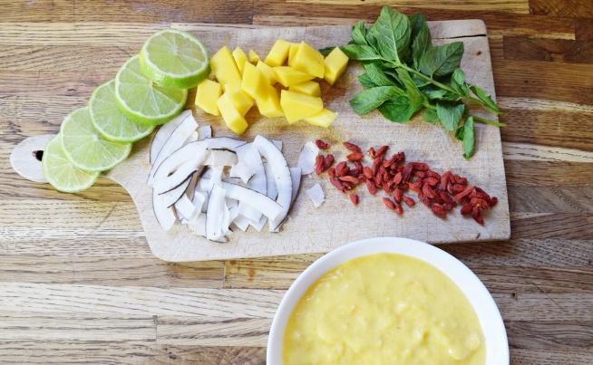 Jak zrobić smoothie bowl?  Przepis na blogu --> zapraszamy <3