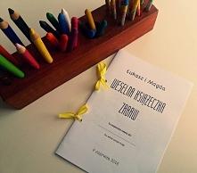 książeczka z kolorowankami, wykreślankami i innymi łamigłówkami to ciekawa propozycja weselna dla dzieci. Na blogu dostępna jest książeczka do pobrania całkowicie za darmo. Doda...