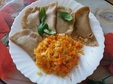 pierogi z mąki żytniej z serem i szpinakiem +surówka z kapusty kisZonej i marchewki z cebulą