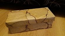 Pudełko ozdobne wykonane wyłącznie przeze mnie! Pudełko po butach + stara książka + zapalniczka + klej :)