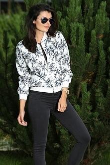 Bluza bomber w kwiatowe wzory. Jak wam się podoba?? Idealna nad nadchodzącą jesień.