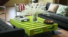 Cudowny limonkowy stoliczek w salonie (z palety)