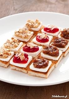 Mini tosty z camembert na słodko  Wyborne, chrupiące mini tosty z serem camembert na słodko: z orzechami laskowymi w miodzie, żurawiną z migdałami lub z konfiturą daktylową.  Są...