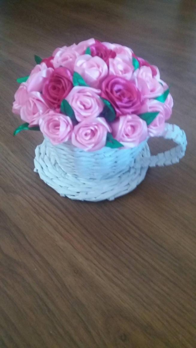 Filiżanka z papierowej wikliny z różyczkami ze wstążki :) moje własne wykonanie