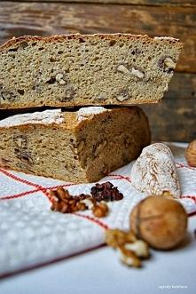 chleb pełnoziarnisty z orze...