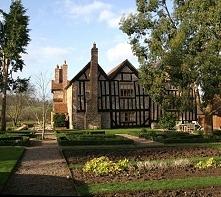 Stylowy dom z Anglii, tradycyjny dom angielski, angielski dom z epoki elżbiet...