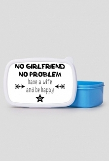"""Lunchbox z napisem """"No girlfriend, no problem. Have a wife and be happy"""""""