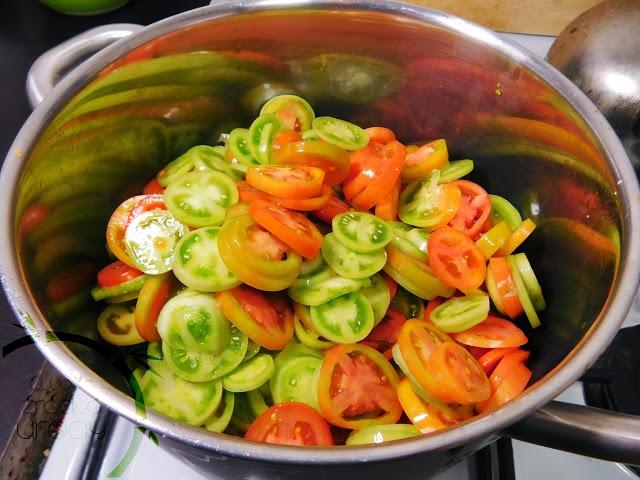 Dziś na blogu zapraszam was do mojej kuchni. Ugotujmy coś razem, porozmawiajmy, to będzie wyjątkowy czas. Próbowaliście kiedyś dżemu z zielonych pomidorów?   Zapraszam do czytania.   Michał